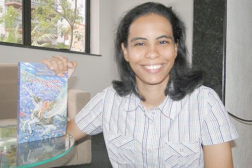 Foto Escritora Dani Ferreira Matéria Jornal O Diário de Teresópolis