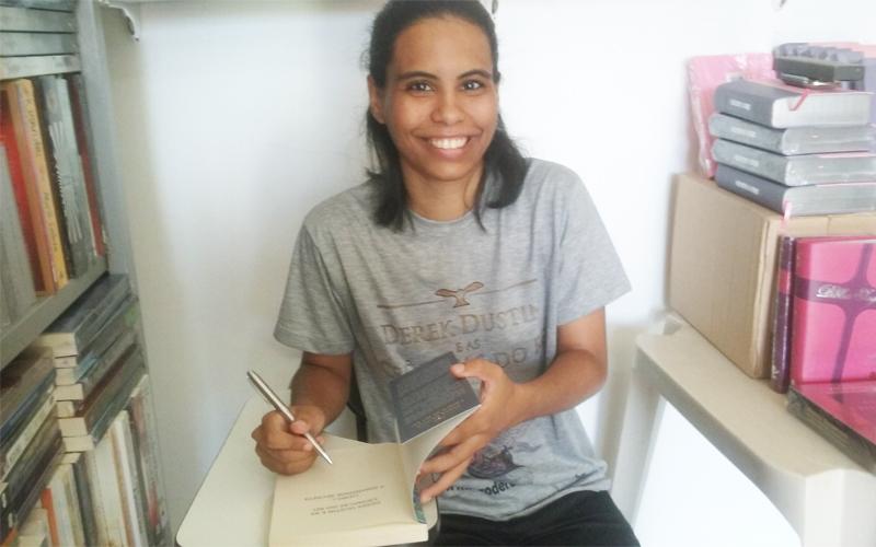Dani Ferreira em tarde de autógrafo na Caliju 2016