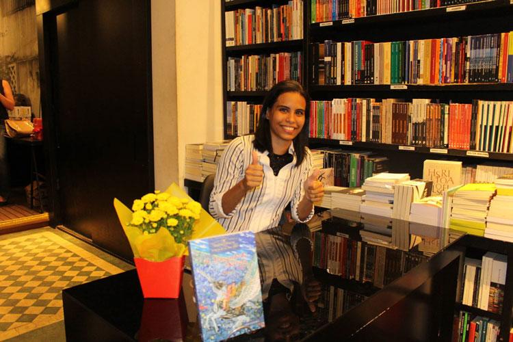Dani Ferreira No Lançamento de Seu Livro Na Livraria da Travessa de Botafogo